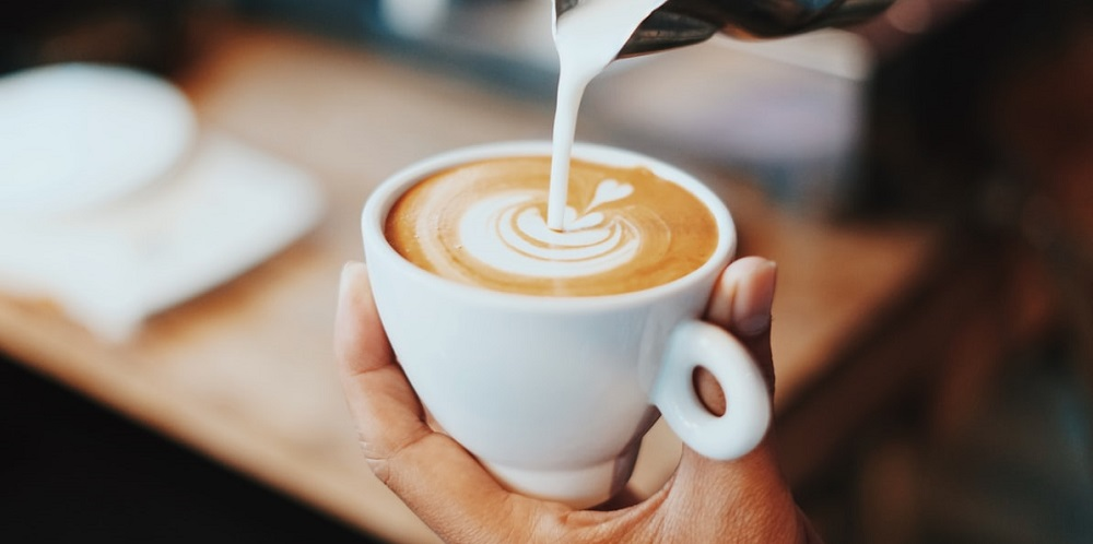 pouring-coffee-latte-art