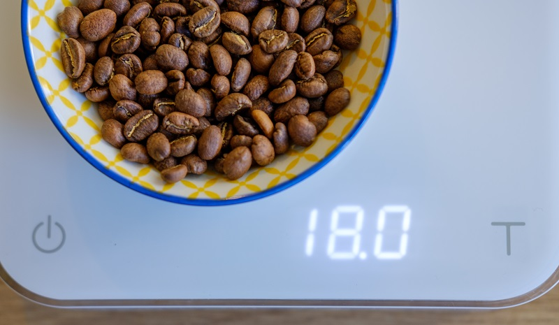 best-coffee-at-home-weighing-beans